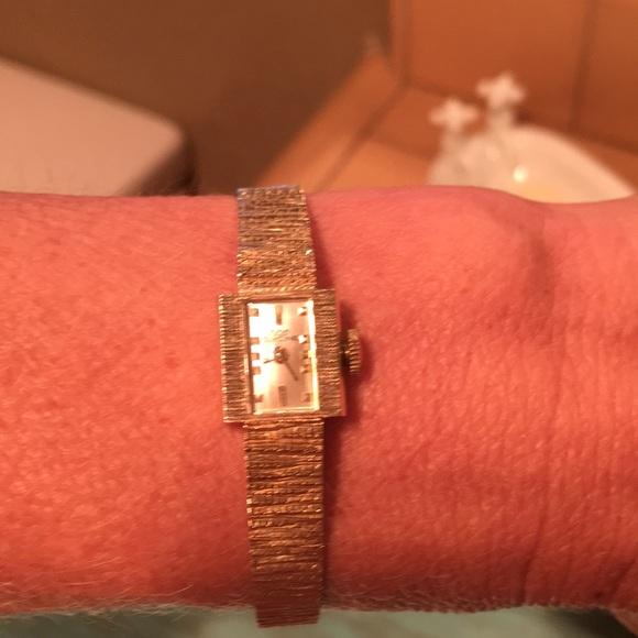 Vintage Ladies Glycine 14k Yellow Gold Wrist Watch